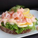 Foto av räksmörgås.