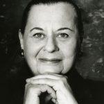 Svartvitt porträtt av Evelyn Berezin.