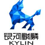 Fabeldjuret kírín i blått med Kylins logo på kinesiska och med latinska bokstäver